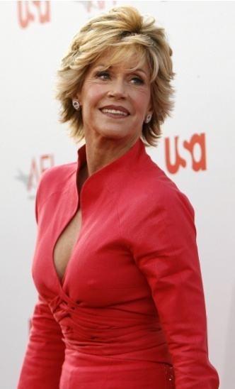 CINEMA: Jane Fonda a remplacé sa rotule défectueuse par une prothèse en titanium et céramique…Cela rendrait-il belle et sexy ?