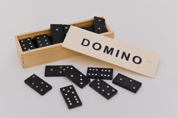 ΚΩΔ: 5106-1 Ντόμινο κασετίνα ξύλινη Διαστάσεις: 40x20x8cm