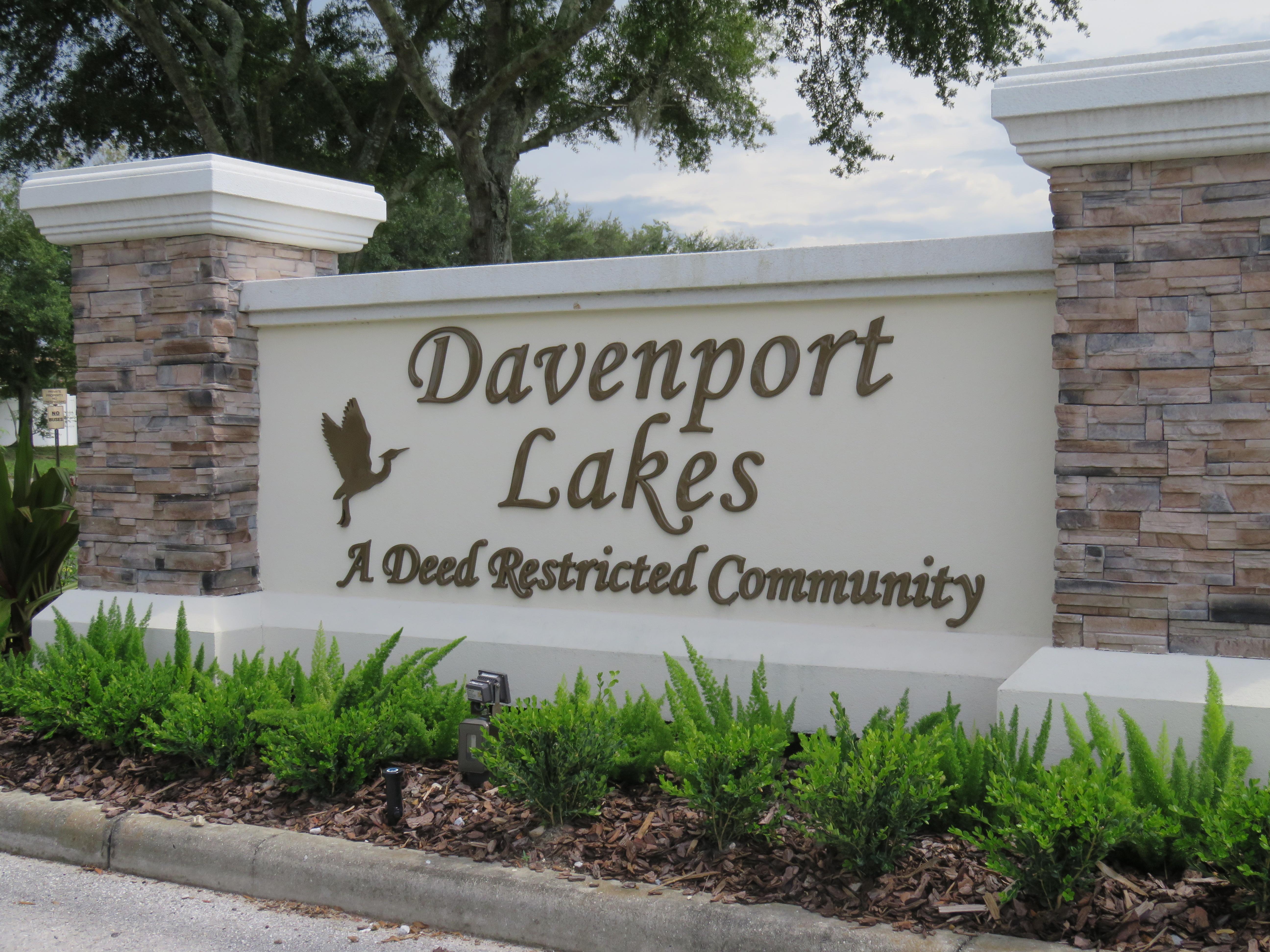 Davenport Lakes Community Entrance