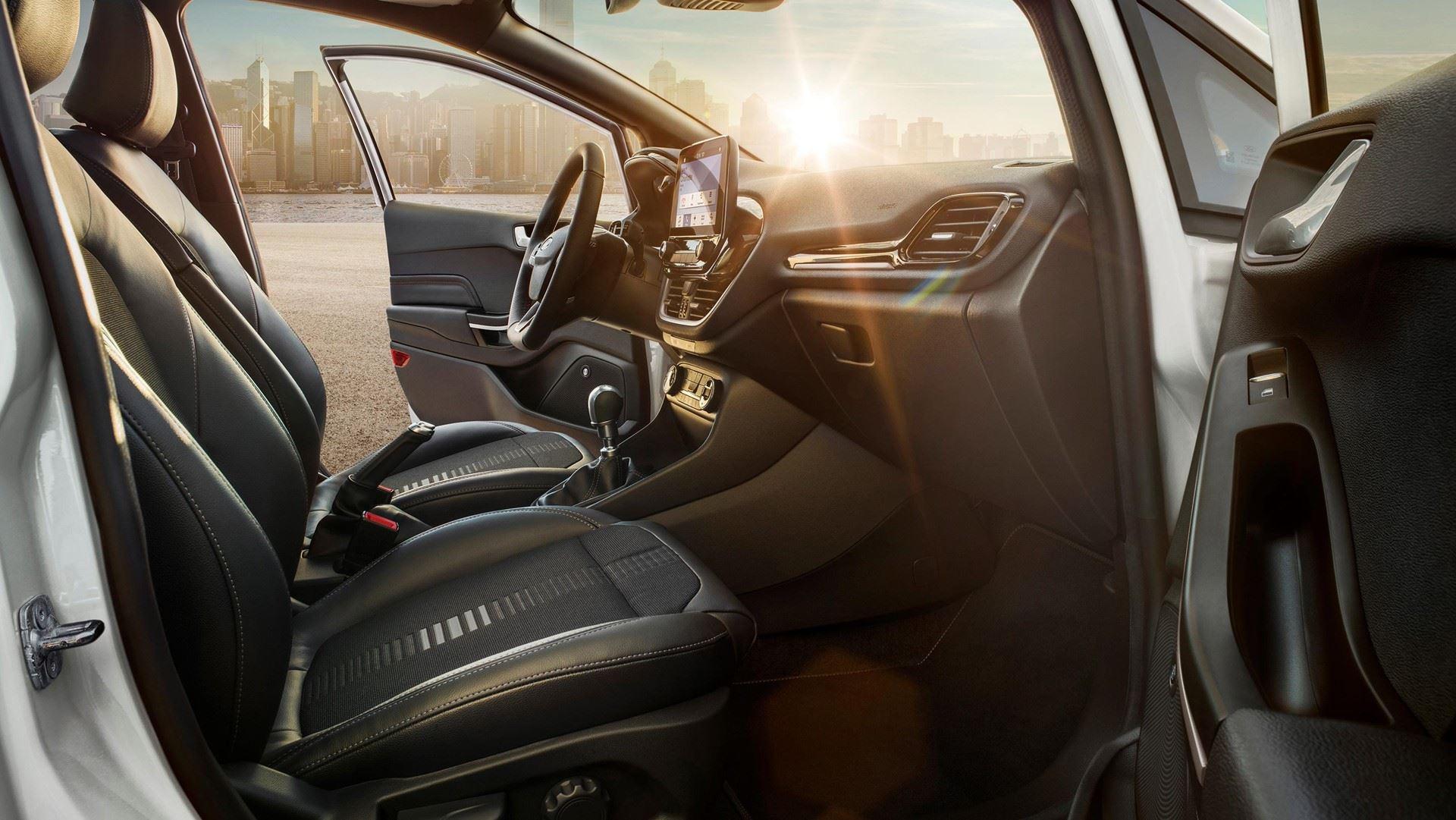 https://0501.nccdn.net/4_2/000/000/001/e2f/Nova-Ford-Fiesta-Active-Crossover-Notranjost-2-1920x1081.jpg