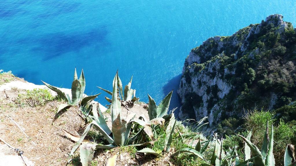 """Am höchsten Punkt der Villa Jovis  """"Landhaus des Jupiter"""",  """"Burg des Tiberius"""" - 300 m Steilabfall ins Meer"""