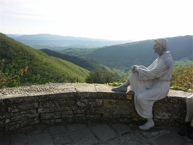 Ausblick Montecasale - Francesco blickt ins Tal hinaus
