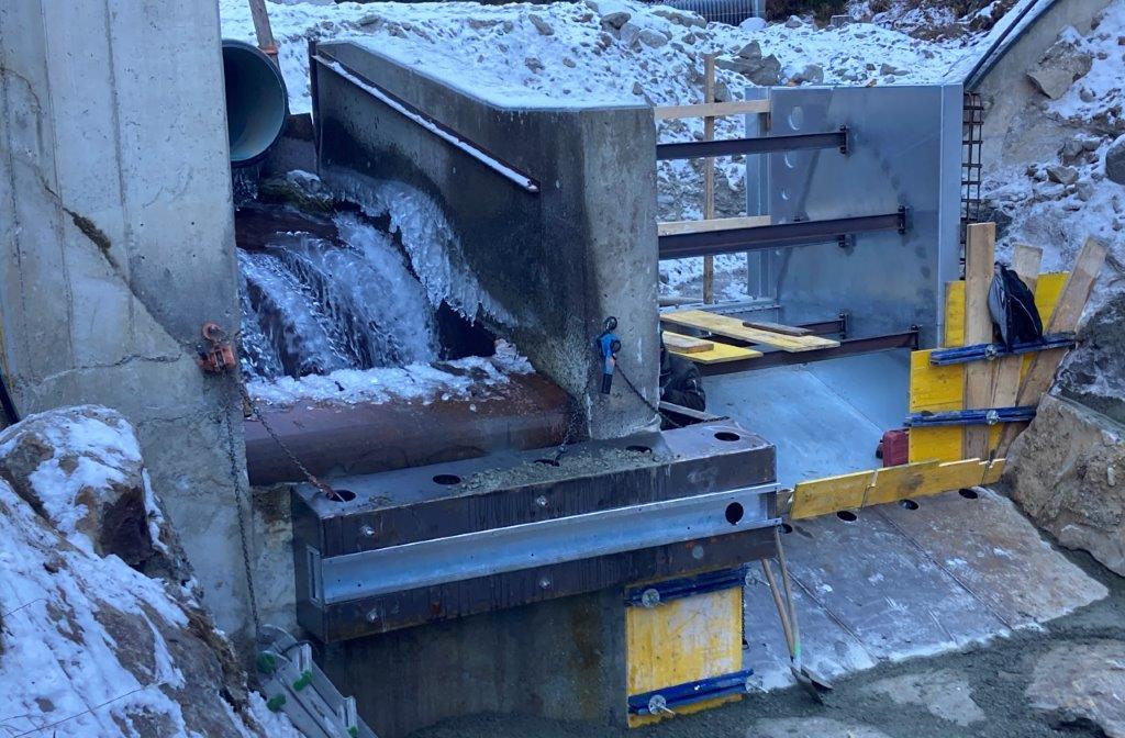 Einbau Spülklappe Wasserkraftanlage Windache