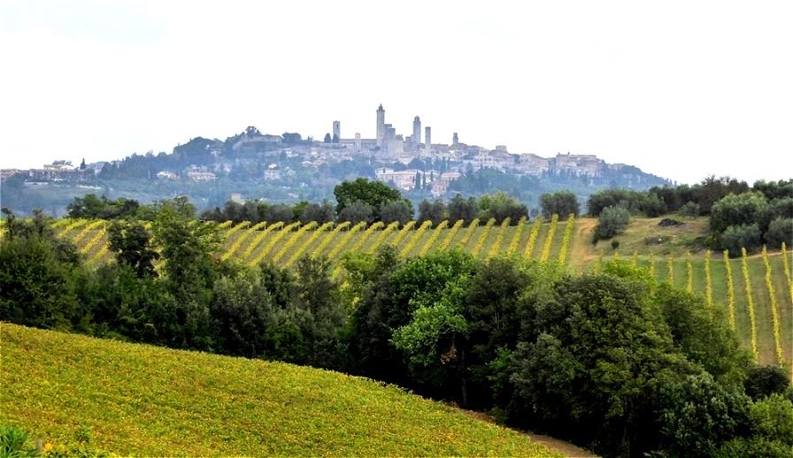 San Gimignano aus der Ferne San Gimignano soll bereits um 300 bis 200 v. Chr. von den Etruskern besiedelt worden sein
