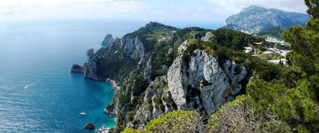 Wildromantische Südküste - im Hintergrund Anacapri