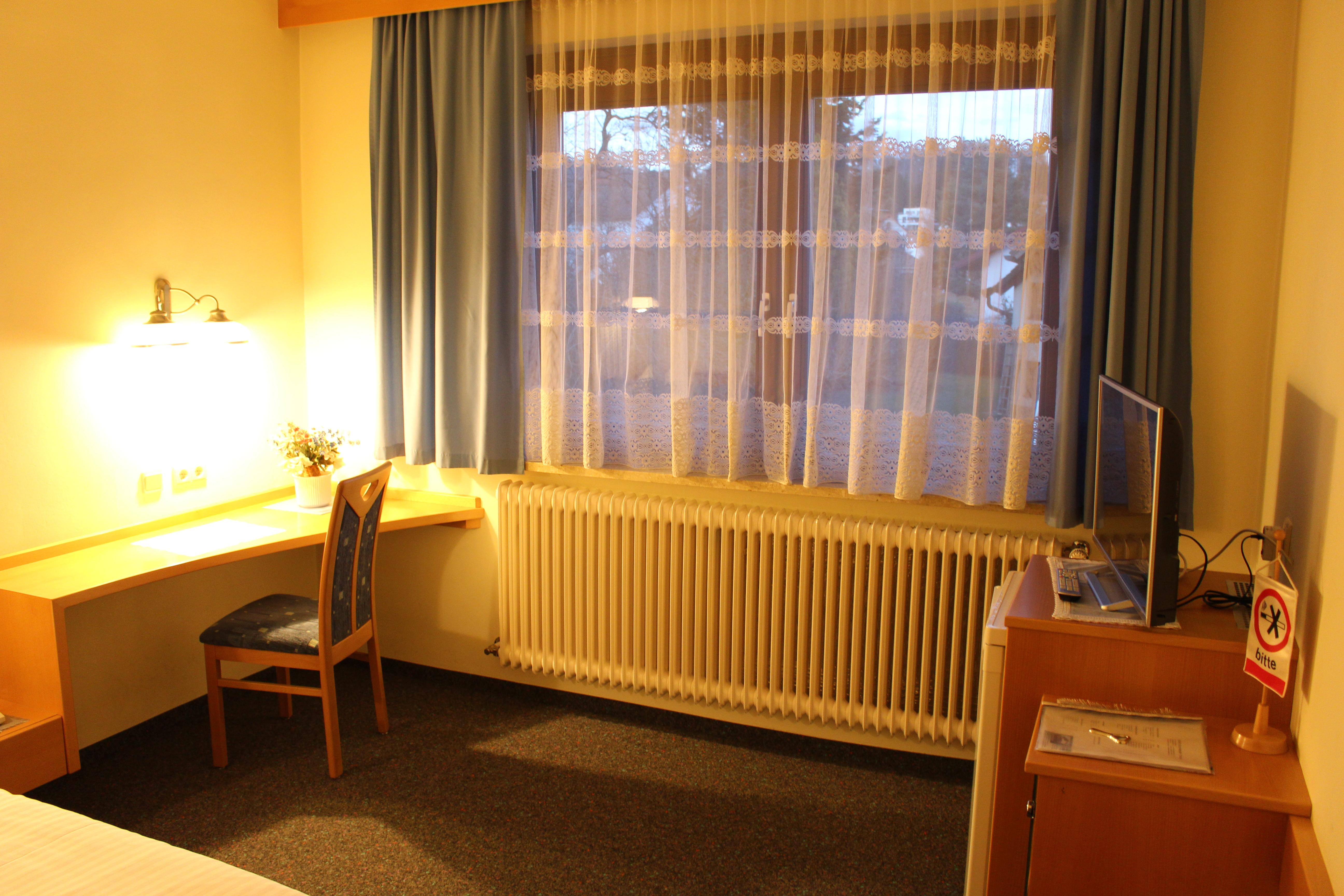 Zimmer Nr. 4 - TV & Sitzbereich