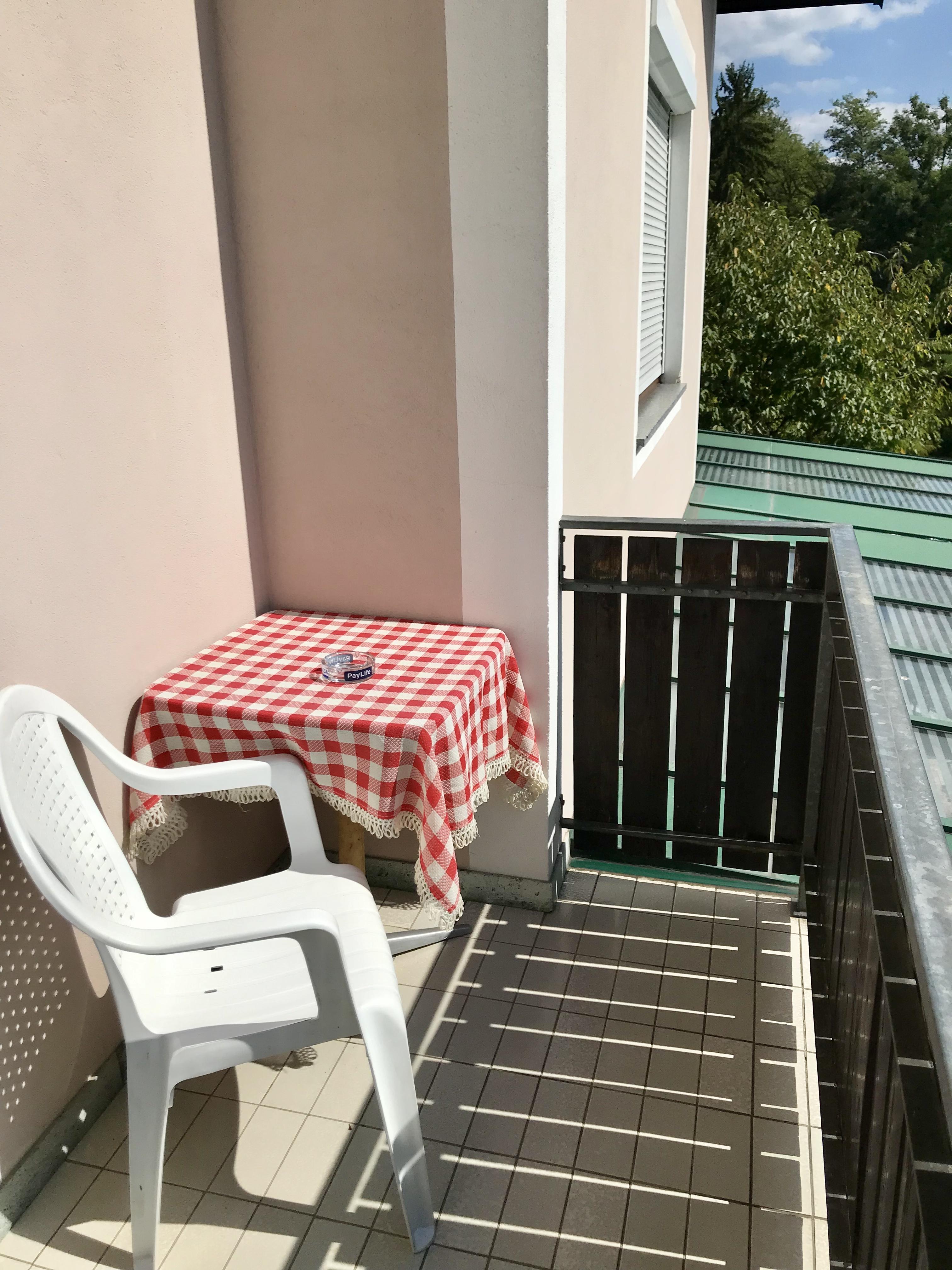 Zimmer Nr. 2 - Balkon - Sitzecke