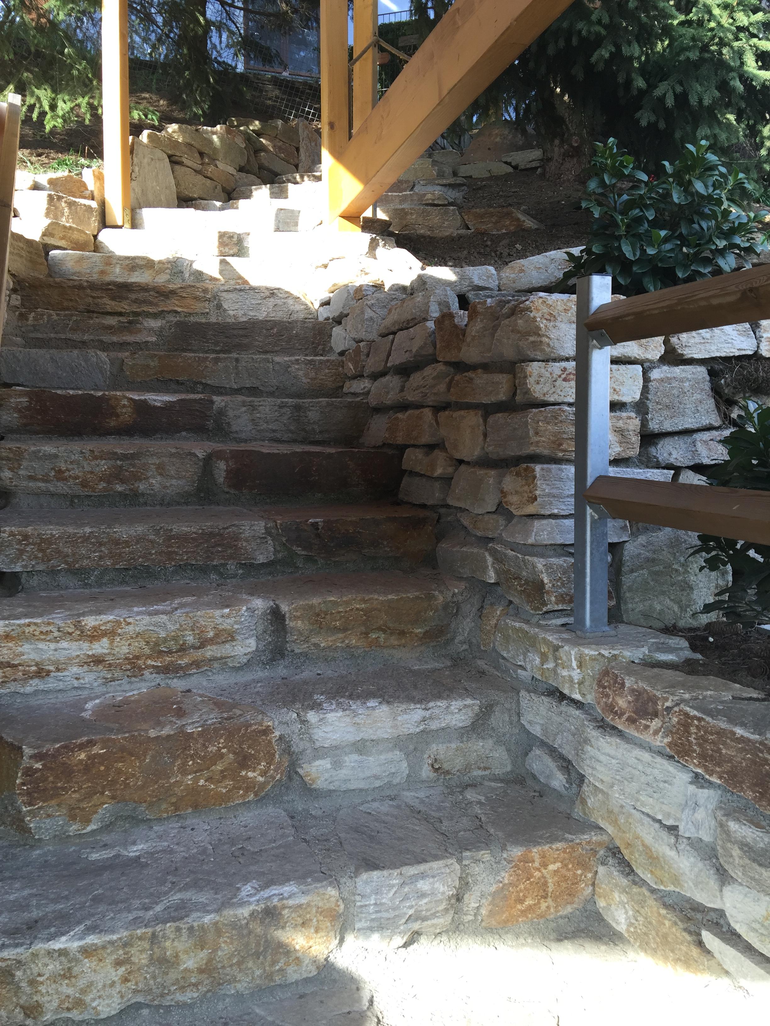 Trockenmauersteine und Stufensteine