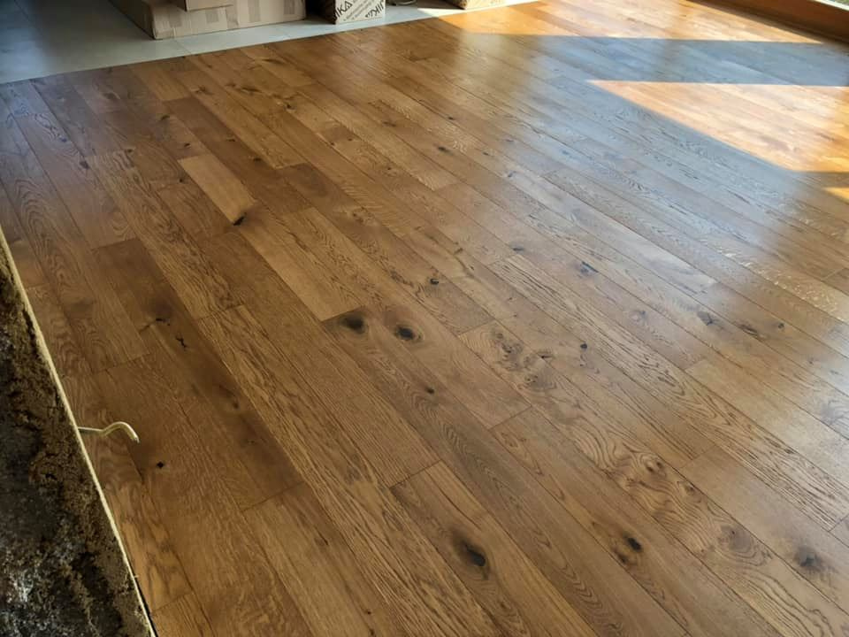"<p class=""customtext2"">TWO-LAYER FINISHED   PARQUET  </p><p class=""plainlarge"">The two-layer finished parquet 3072 (oiled planks) gives your home an air. </p> <p class=""plainlarge"">Dimensions: 1200x190x13mm</p><p class=""customtext2"">Sale price 31,00€/m2 + ddv</p><p class=""plainlarge"">Quantity:110m2</p>"