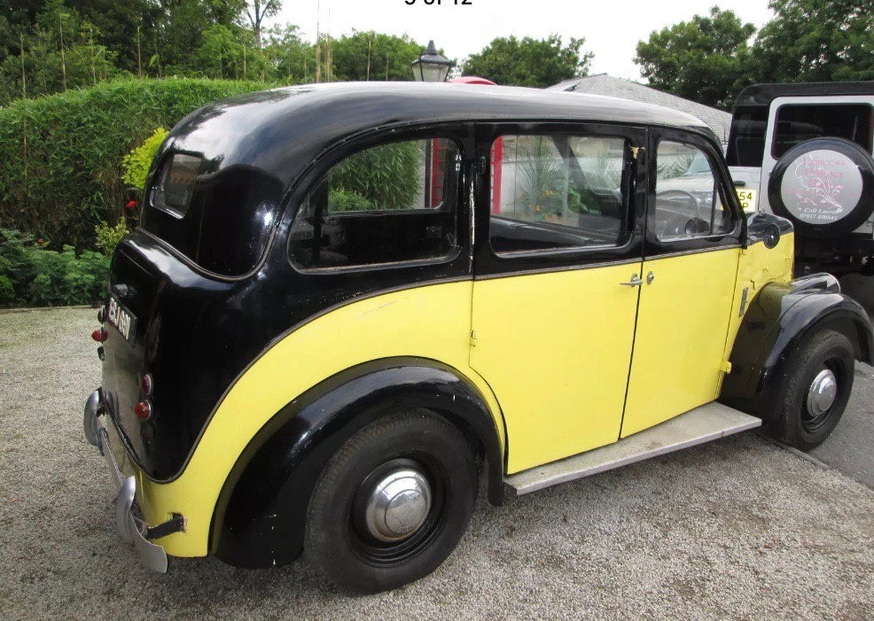 Yellow Over Black Mk7 Beardmore Manchester ref 0201 prop taxi action cars
