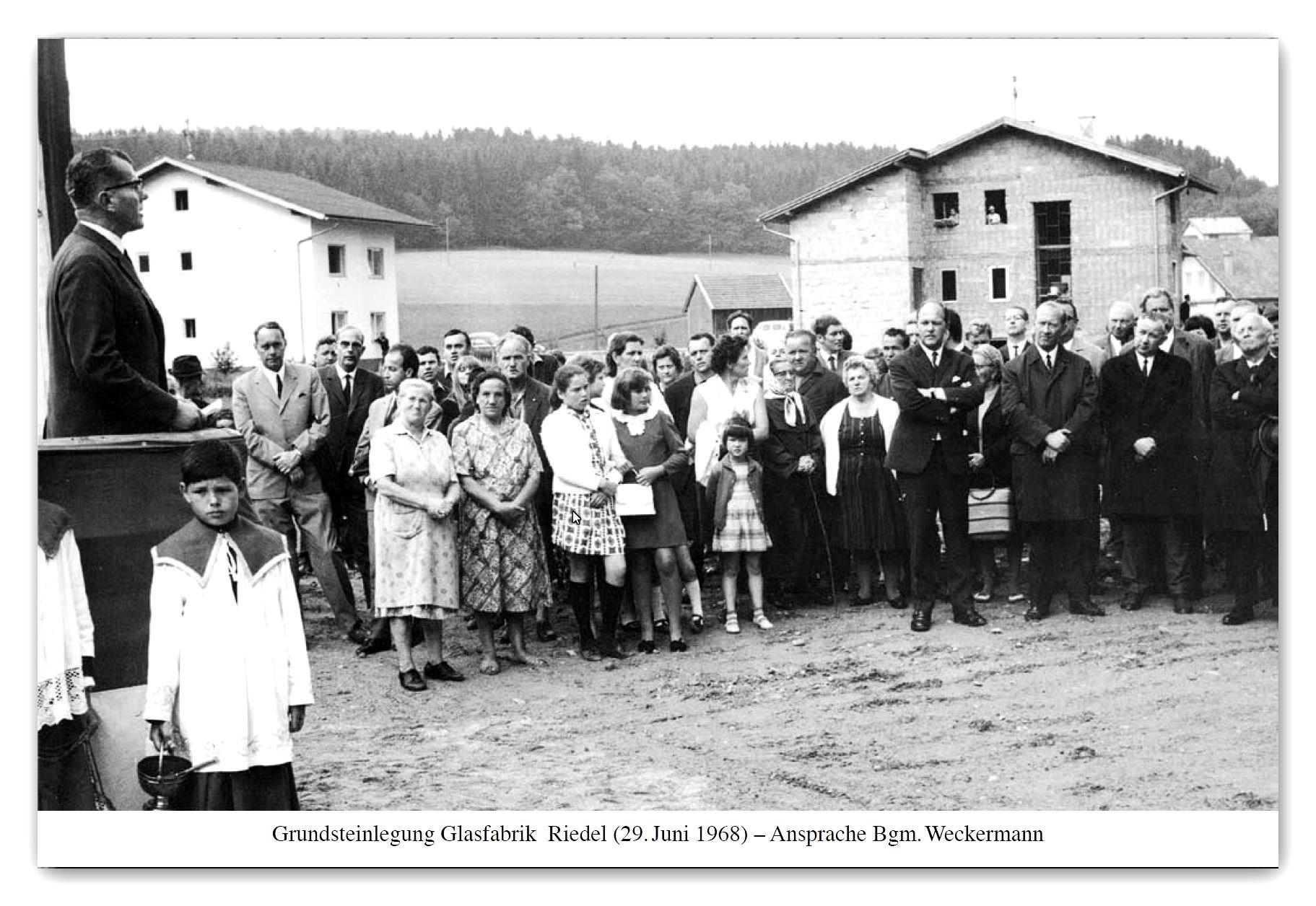 https://0501.nccdn.net/4_2/000/000/009/b39/Grunsteinlegung-Glasfabrik-Riedel-BM-Weckermann-29.-Juni-1968.jpg