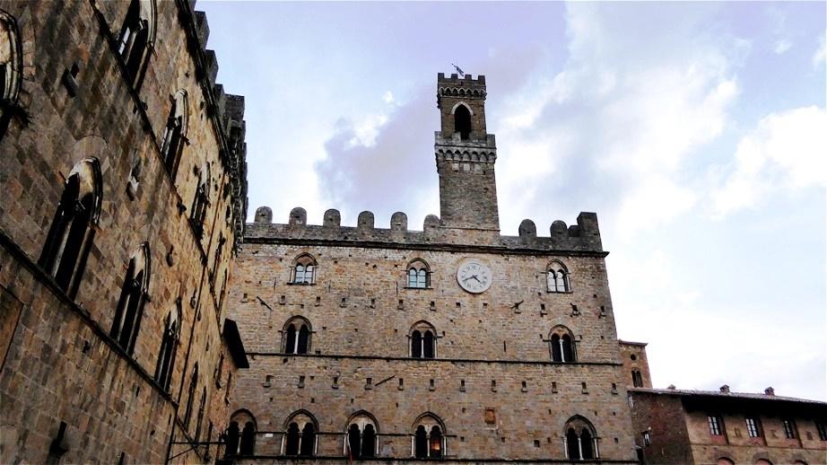 Der Palazzo dei Priori ist der älteste erhaltene Kommunalpalast der Toskana
