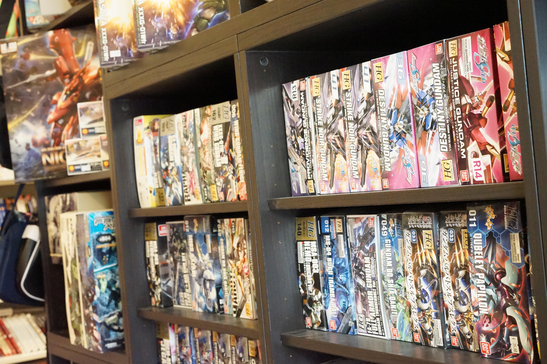 Ein gut bestücktes Sortiment an Gundam Kits wartet bei uns auf euch.