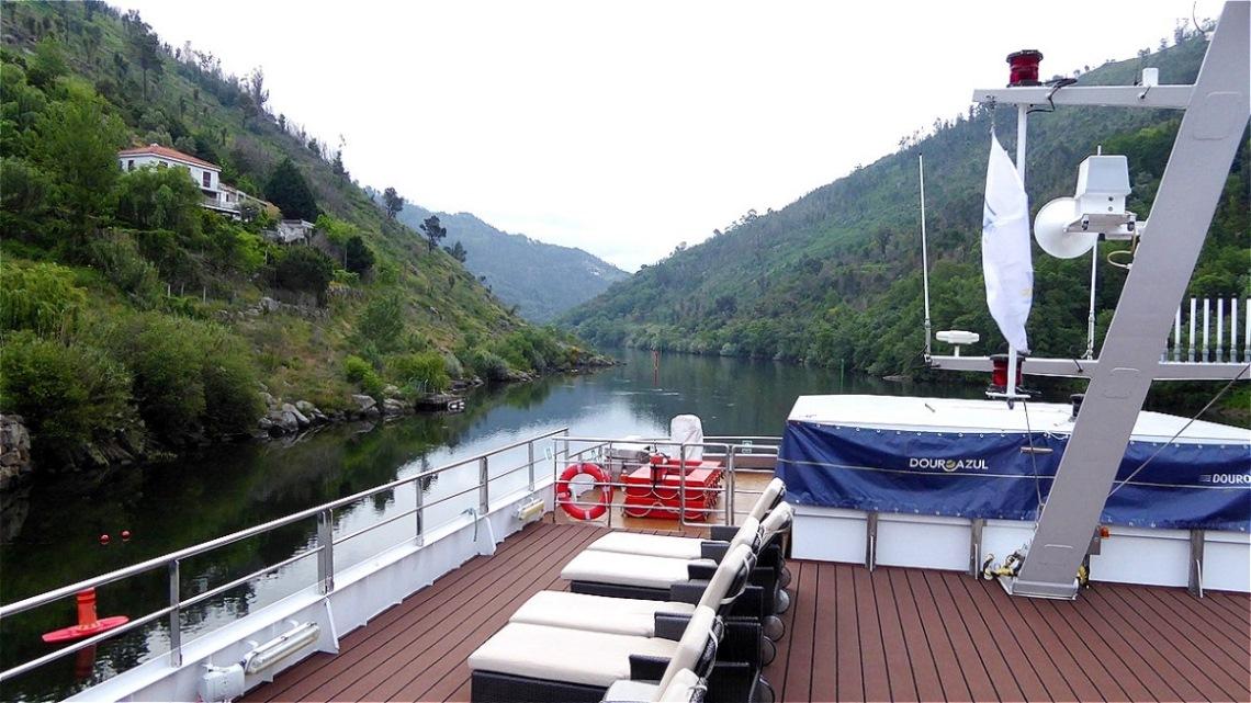 Der Douro zwängt sich durch ein enges Tal