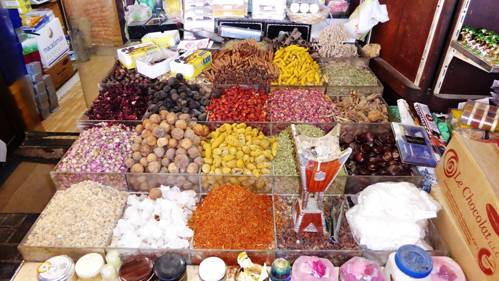 Farbenprächtiger Gewürz - Spice Souk