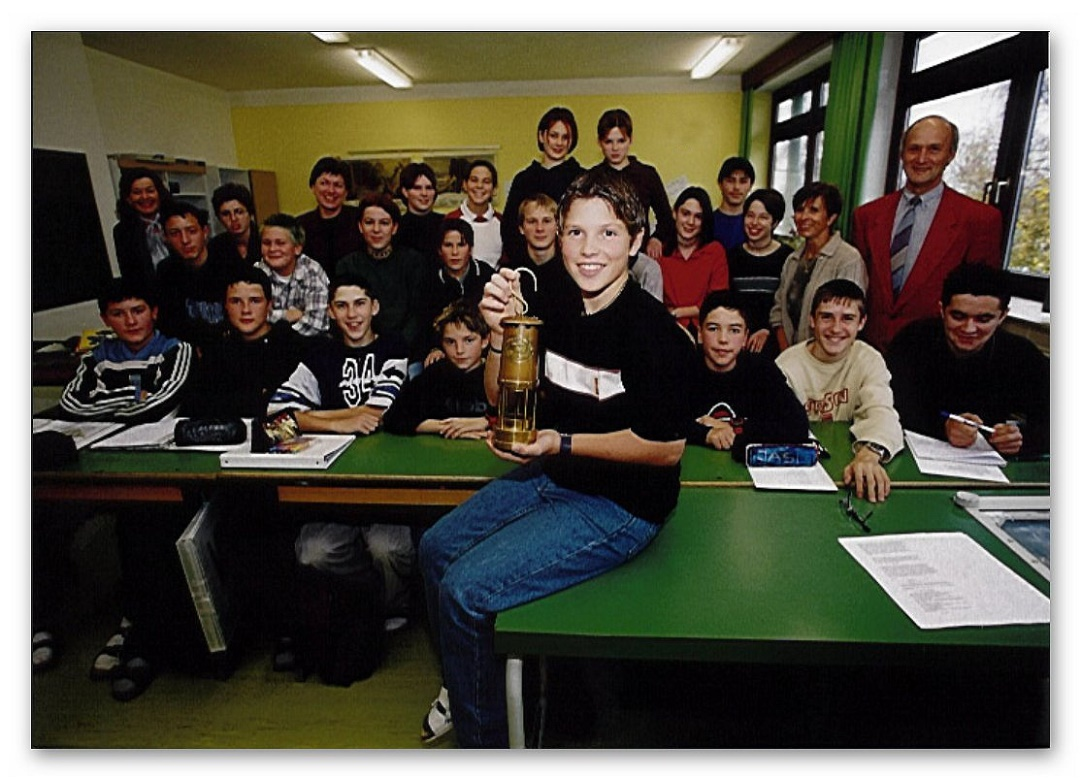Patrick mit seinen Klassenkamerad/Innen