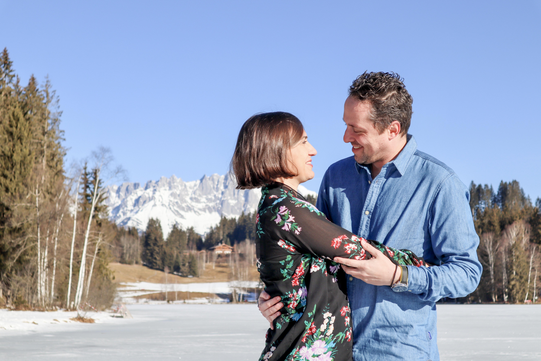 Pärchen Shooting bei frühlingshaftem Wetter am Schwarzsee bei Kitzbühel