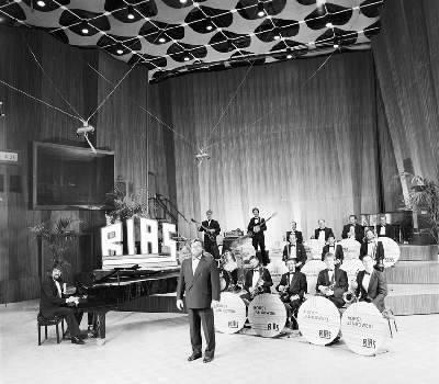 An early picture at Studio 7 at RIAS BERLIN with the RIAS BERLIN BIGBAND and Werner Mueller