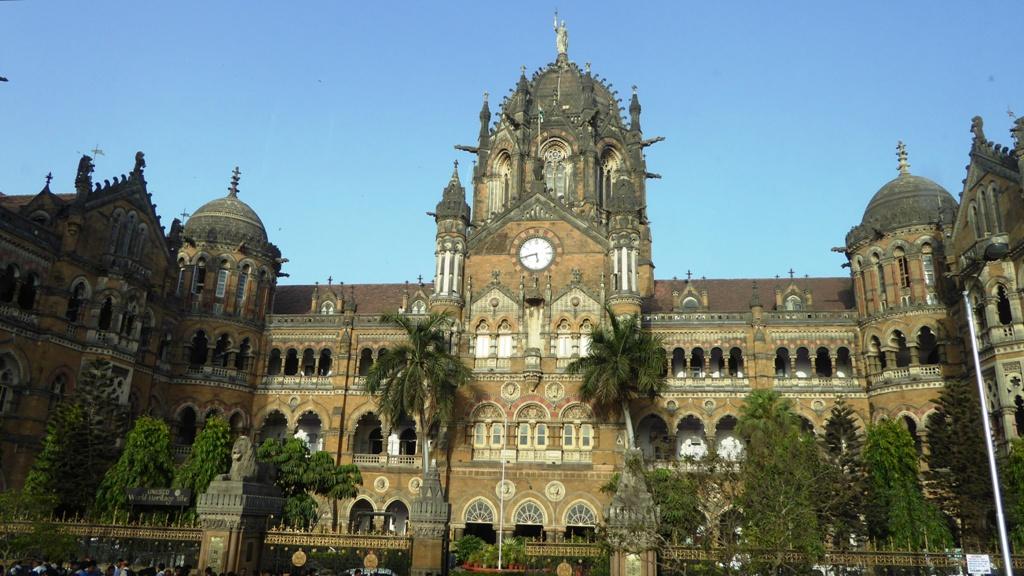 Chhatrapati Shivaji Terminus Weltkulturerbe Der Chhatrapati Shivaji Terminus ist ein Bahnhof der Indian Railways im Süden Mumbais. Er zählt zu den größten und geschäftigsten Bahnhöfen der Welt und gehört seit 2004 zum UNESCO-Weltkulturerbe.