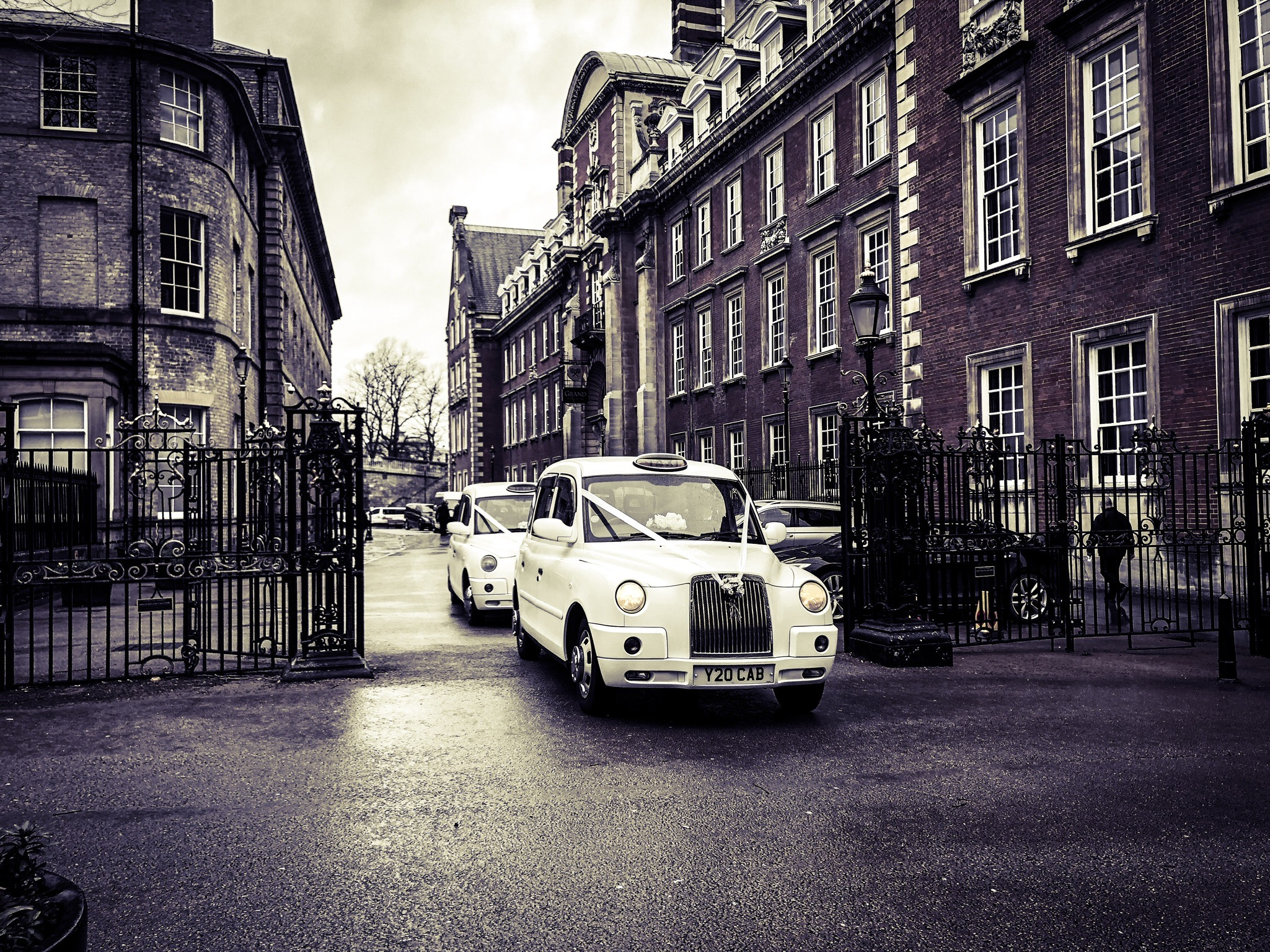 wedding cars York taxis