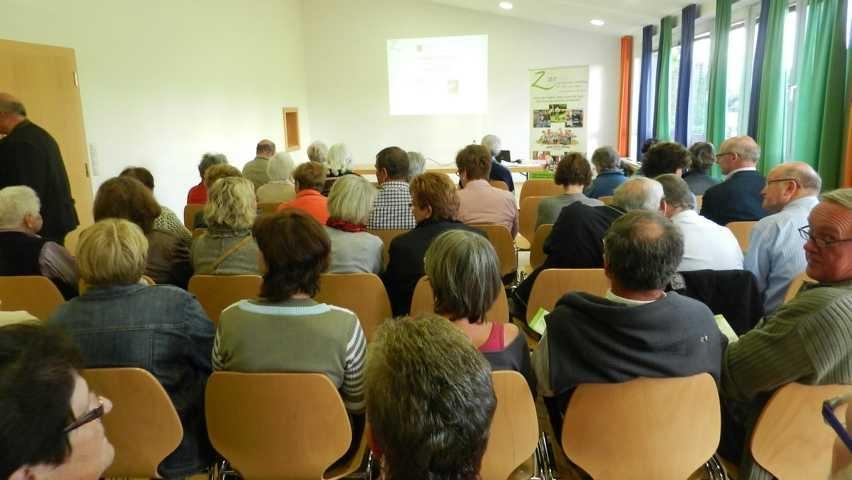 Viele Besucher waren zur Zeitbankpräsentation gekommen.