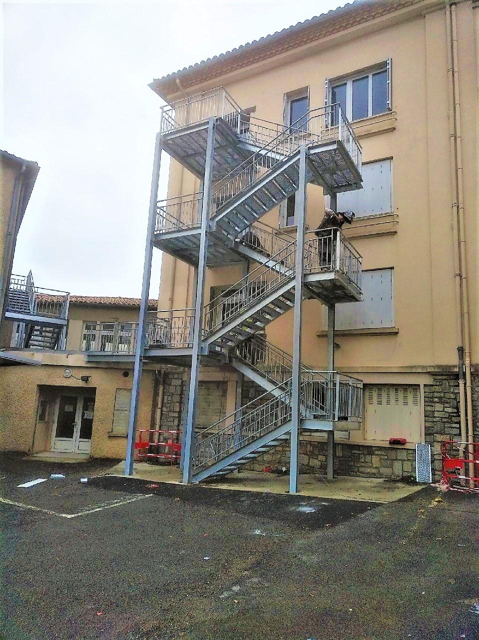 https://0501.nccdn.net/4_2/000/000/017/e75/escalier-pierre-fabre-2.jpg