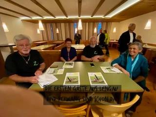 Die ersten Gäste aus Perwang und Lengau und Perwang sind schon da.