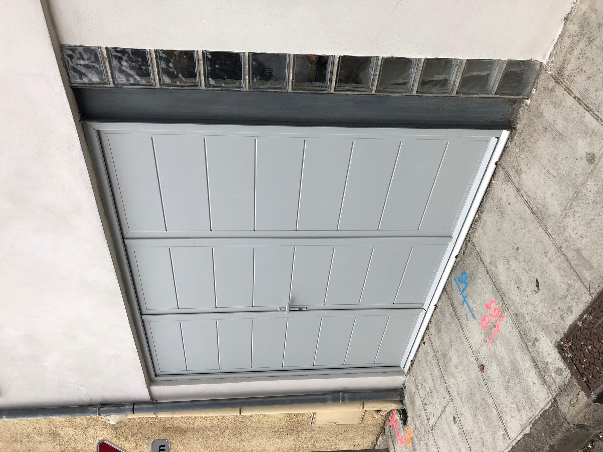 https://0501.nccdn.net/4_2/000/000/017/e75/porte-de-garage-aluminium-isol---fenetres-et-tendances-toulouse.jpg