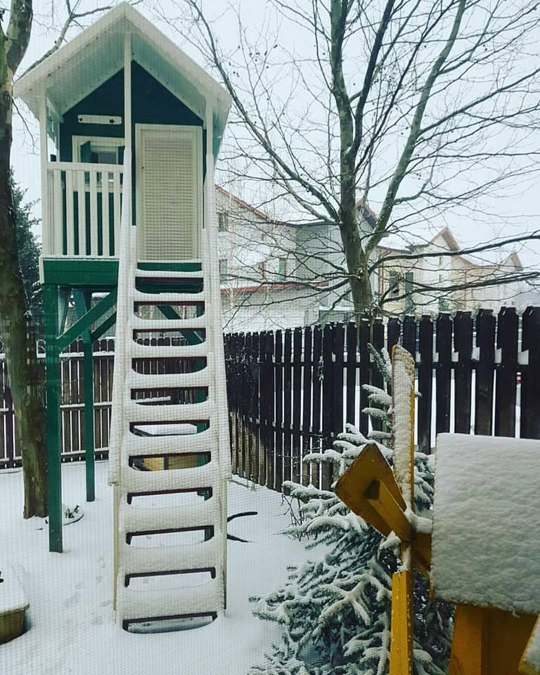 Căsuța mini-Clara la înălțime - vedere iarna