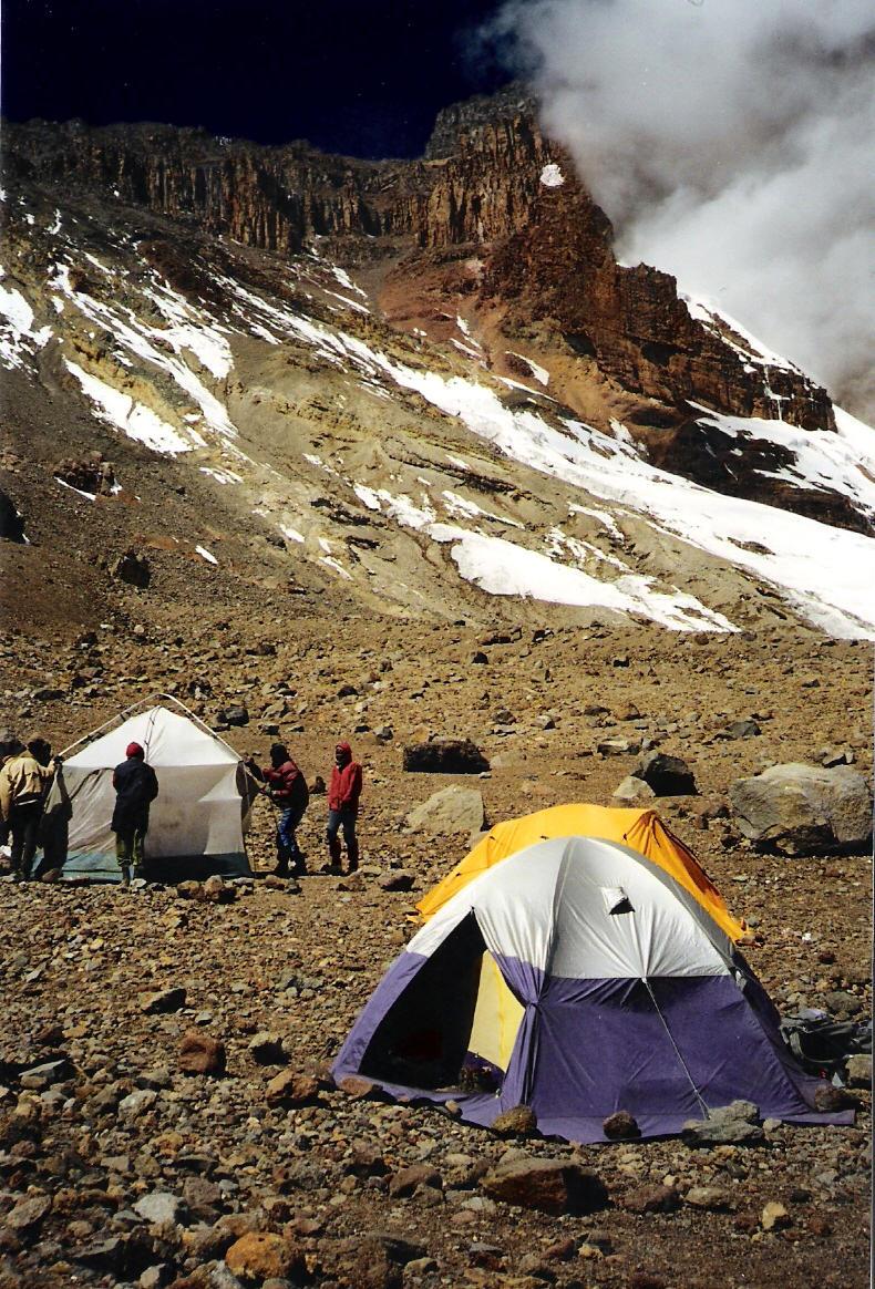 Arrows Glacier Camp - 4.860 m - am Fuße der Breech Wall