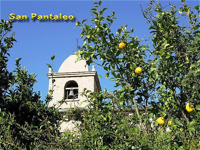 """San Pantaleo - ein kleines malerisches Bergdorf in den """"Sardischen Dolomiten"""""""