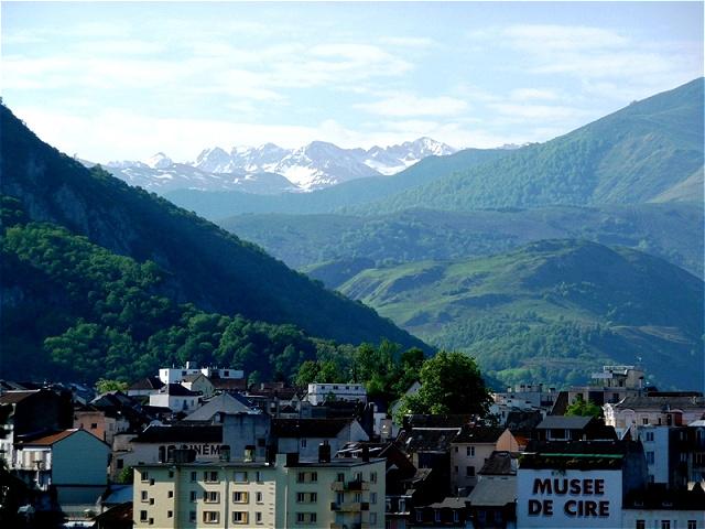 Wanderung zum Stall der Bernadette - Südblick Lourdes liegt im nördlichen Vorgebirge der Pyrenäen in einer Höhe von 420 Metern