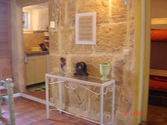 1ère salle (vue sur le coin cuisine et la chambre cabine)