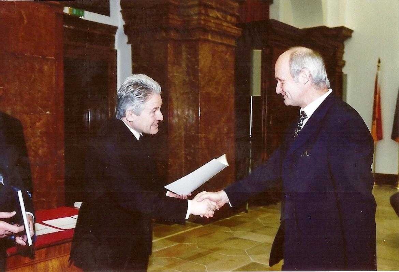 "Titelverleihung ""Oberschulrat"" durch LH Josef Pühringer - 8. 10. 2002"
