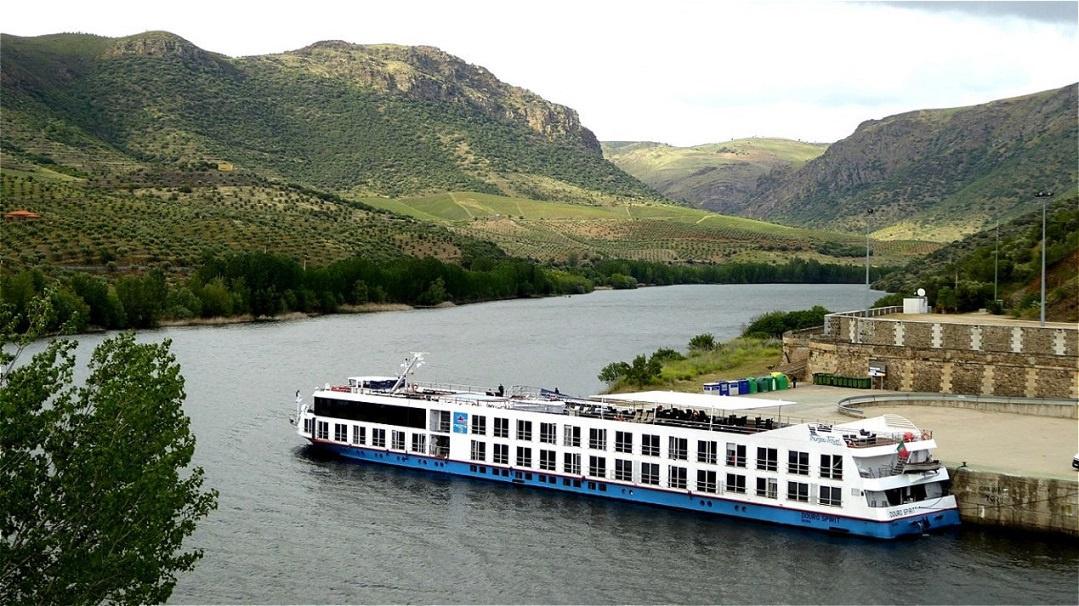 """Unser Schiff die """"Douro Spirit"""" am Liegeplatz in Vega de Terron (Spanien)"""