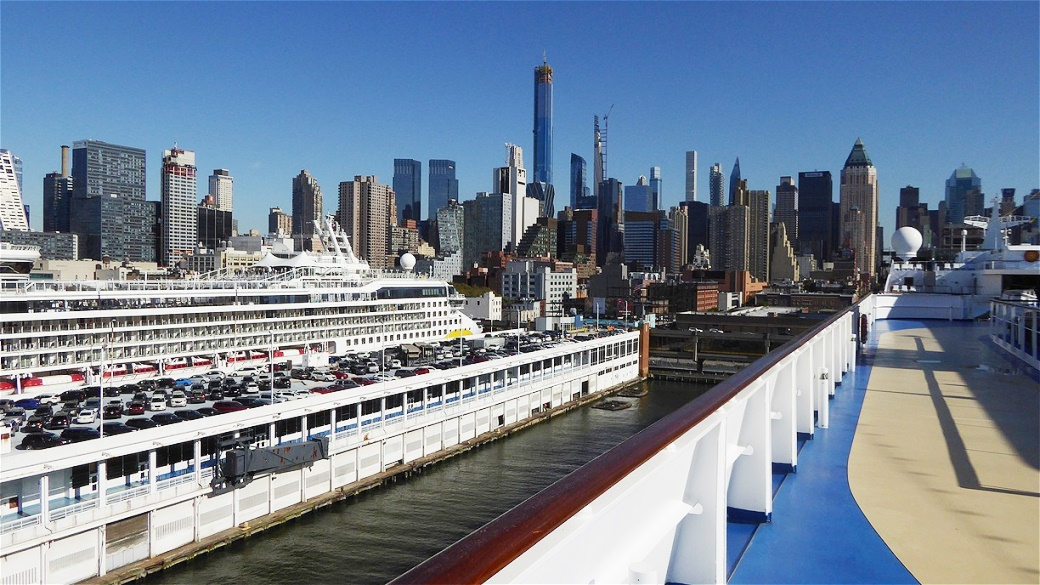 """Im Hafen von New York an Bord der """"Riviera"""""""