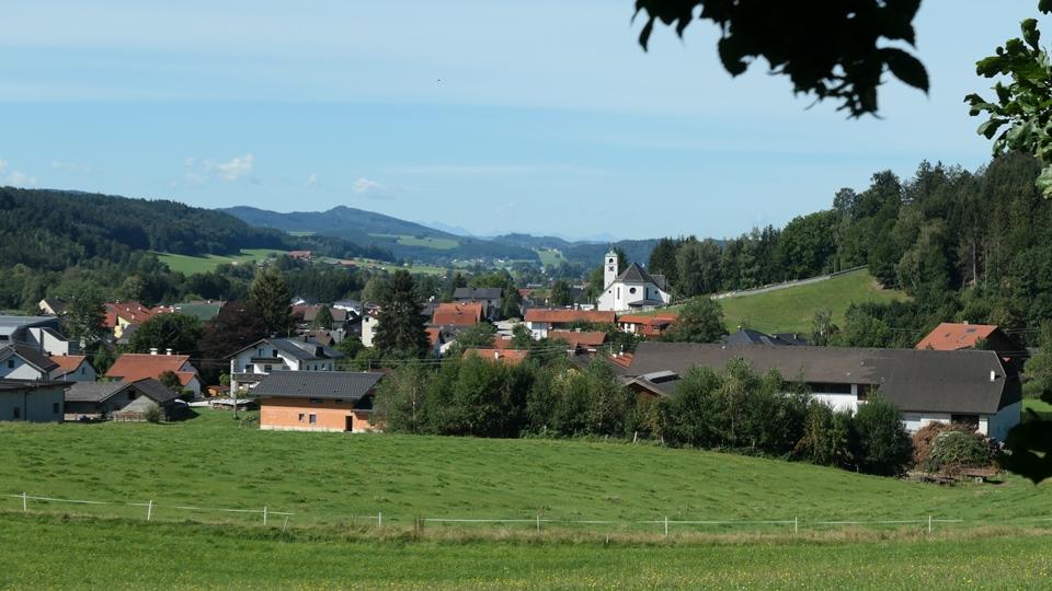 Blick auf die Lourdeskirche