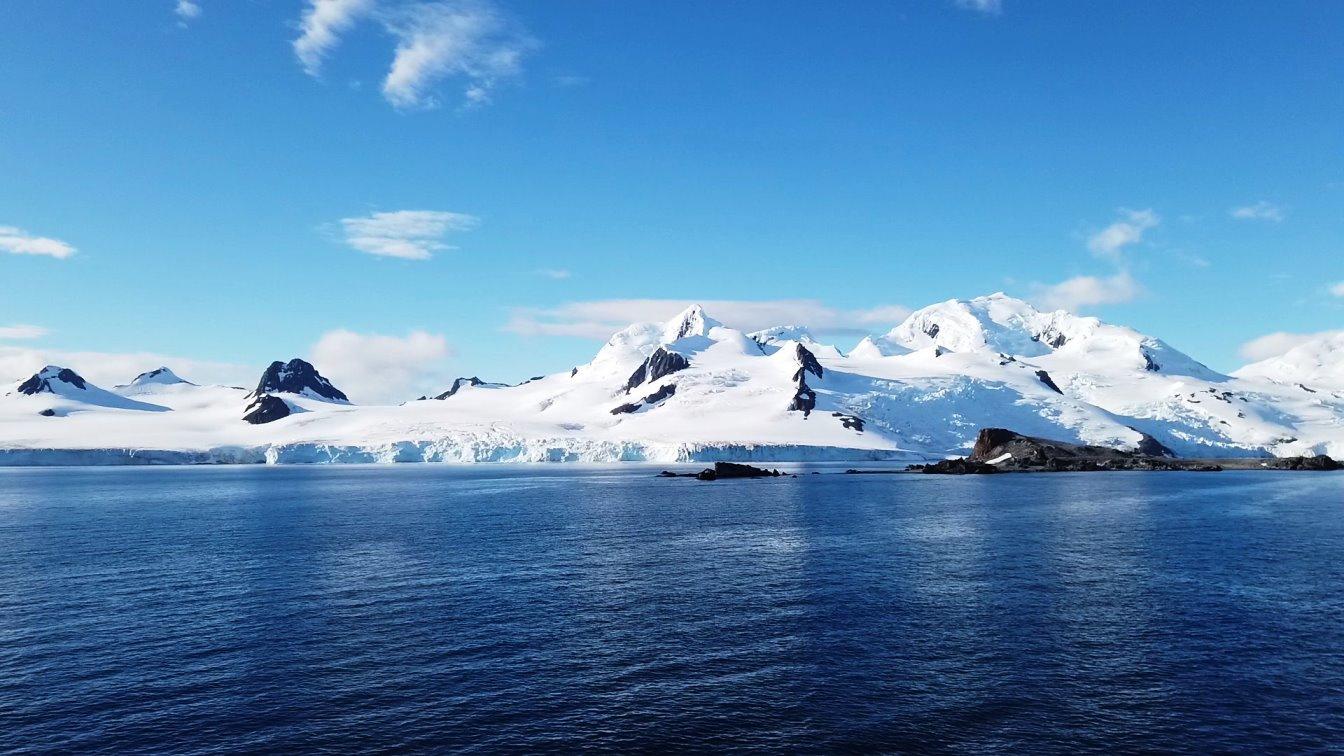 Die Gletscher reichen bis zum Wasser