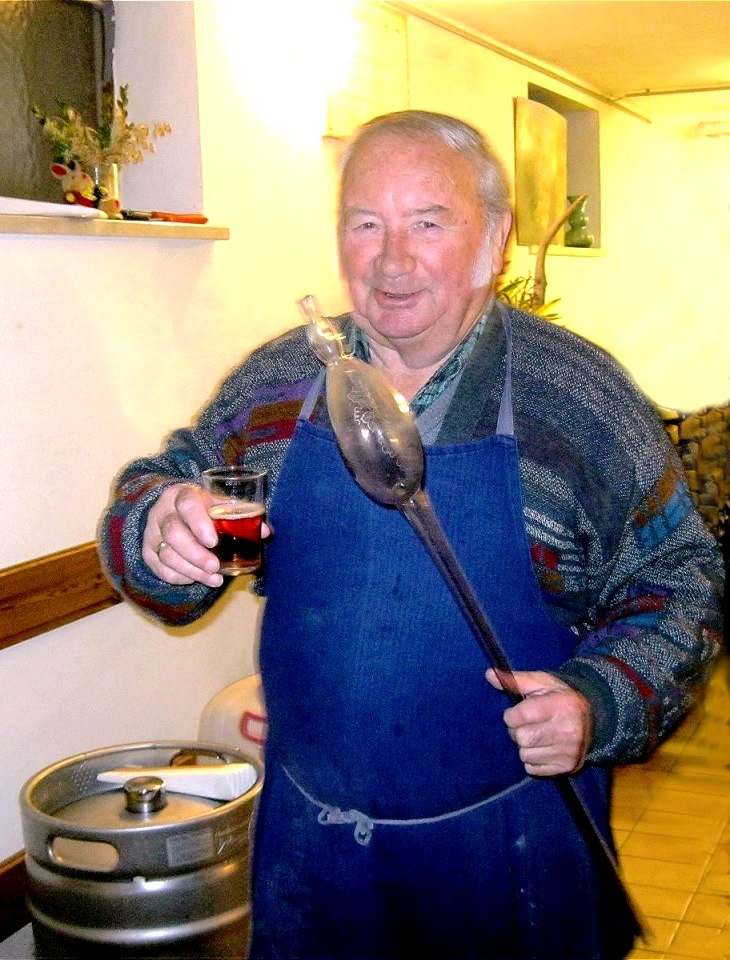 Kellermeister Hans - letzte Verkostung vor dem Abfüllen -13. Dezember 2011