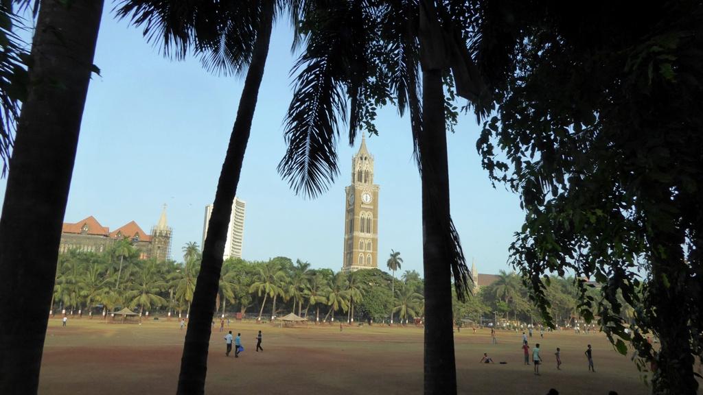Der Rajabai Tower auf dem Hauptcampus der Universität