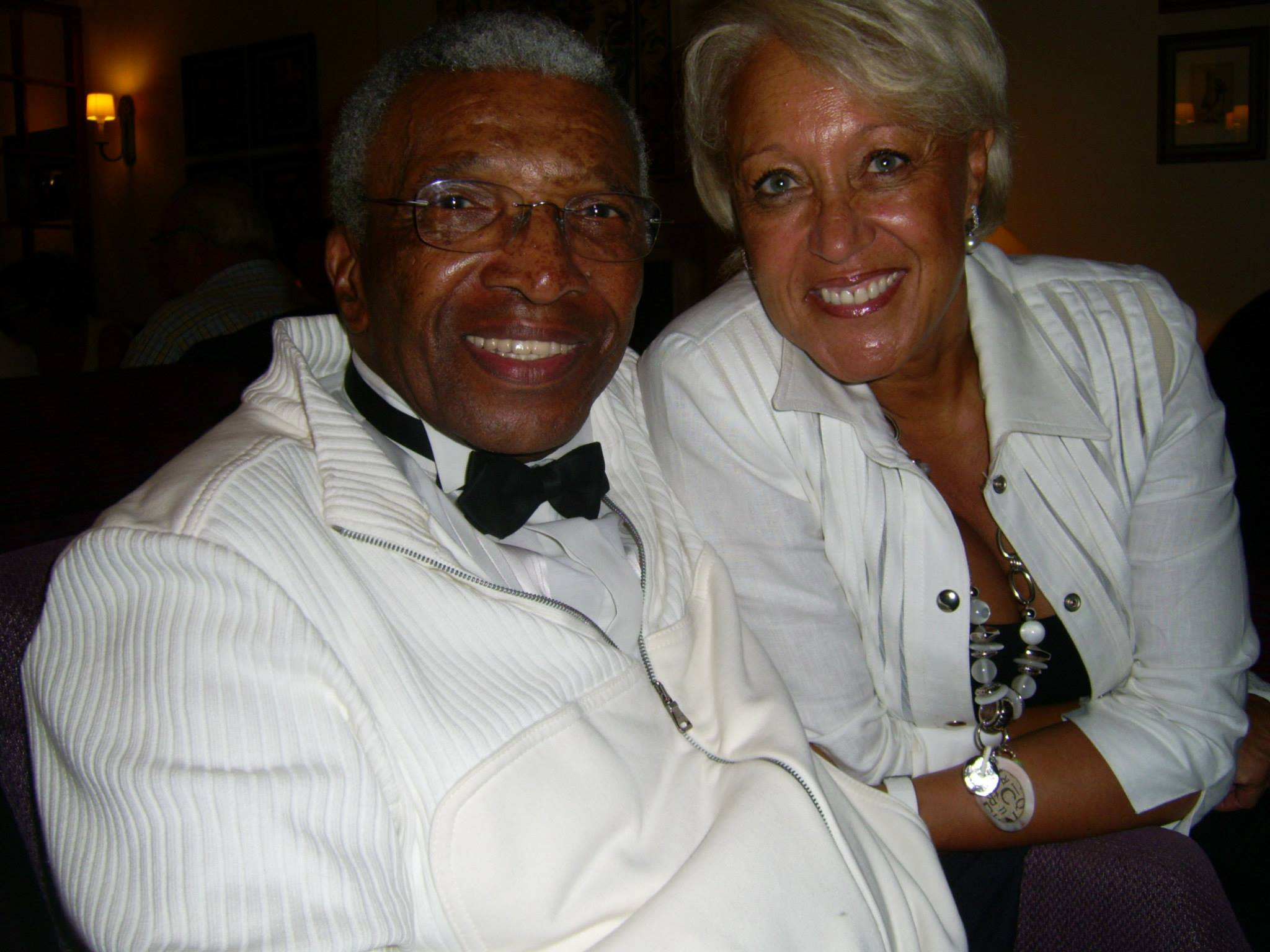 Clyde Wright of the GOLDEN GATE QUARTET (born 1928 ), dear friend of Popmundial, with his wife in Paris