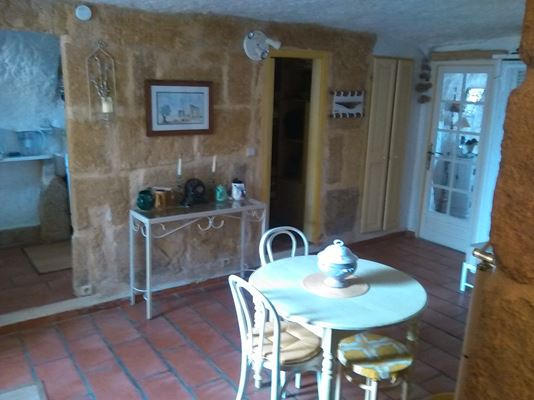 accès à la cuisine et à la chambre/cabine