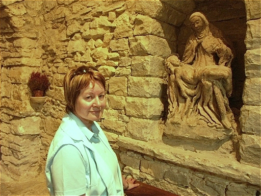 Irene vor Pieta im Kloster Montecasale Sie soll Michelangelo als Vorlage für die Pieta im Petersdom gedient haben !