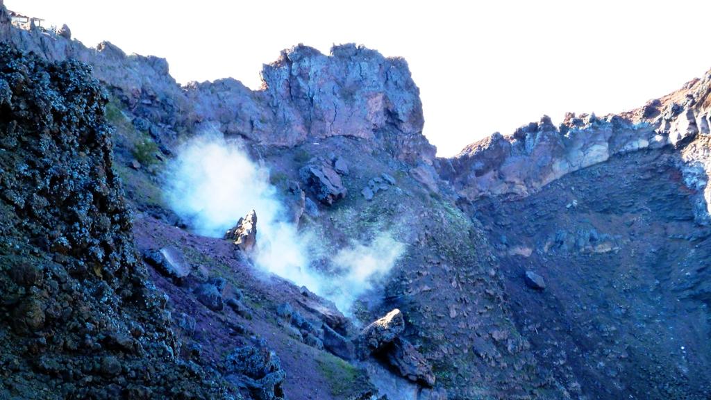 Solfataren - der Vesuv lebt !  Der Vesuv war nach 79 n. Chr. jahrhundertelang aktiv. Seit dem letzten Ausbruch 1944 befindet er sich in einer Ruhephase