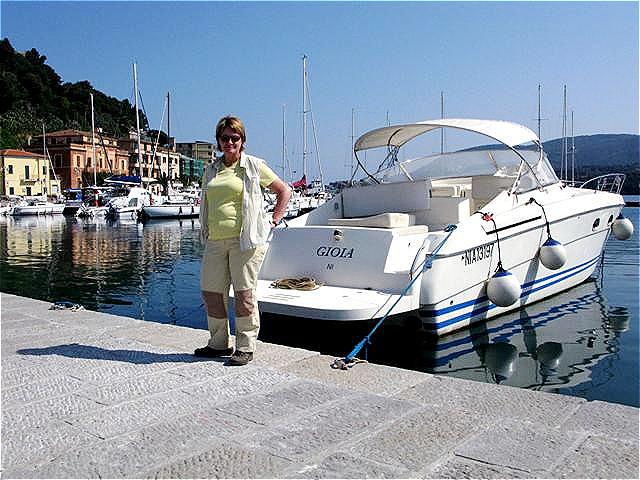 Im Hafen  wartet die Yacht !