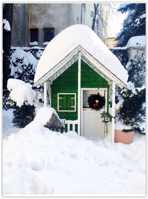 Căsuța Clara pentru Alex - decorată de Crăciun