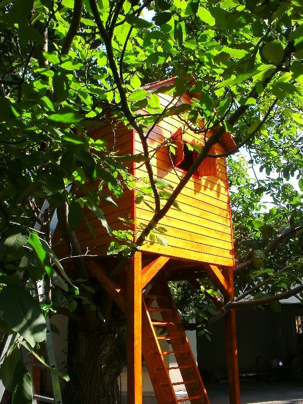 Căsuța Rhea în nuc - vedere în soare