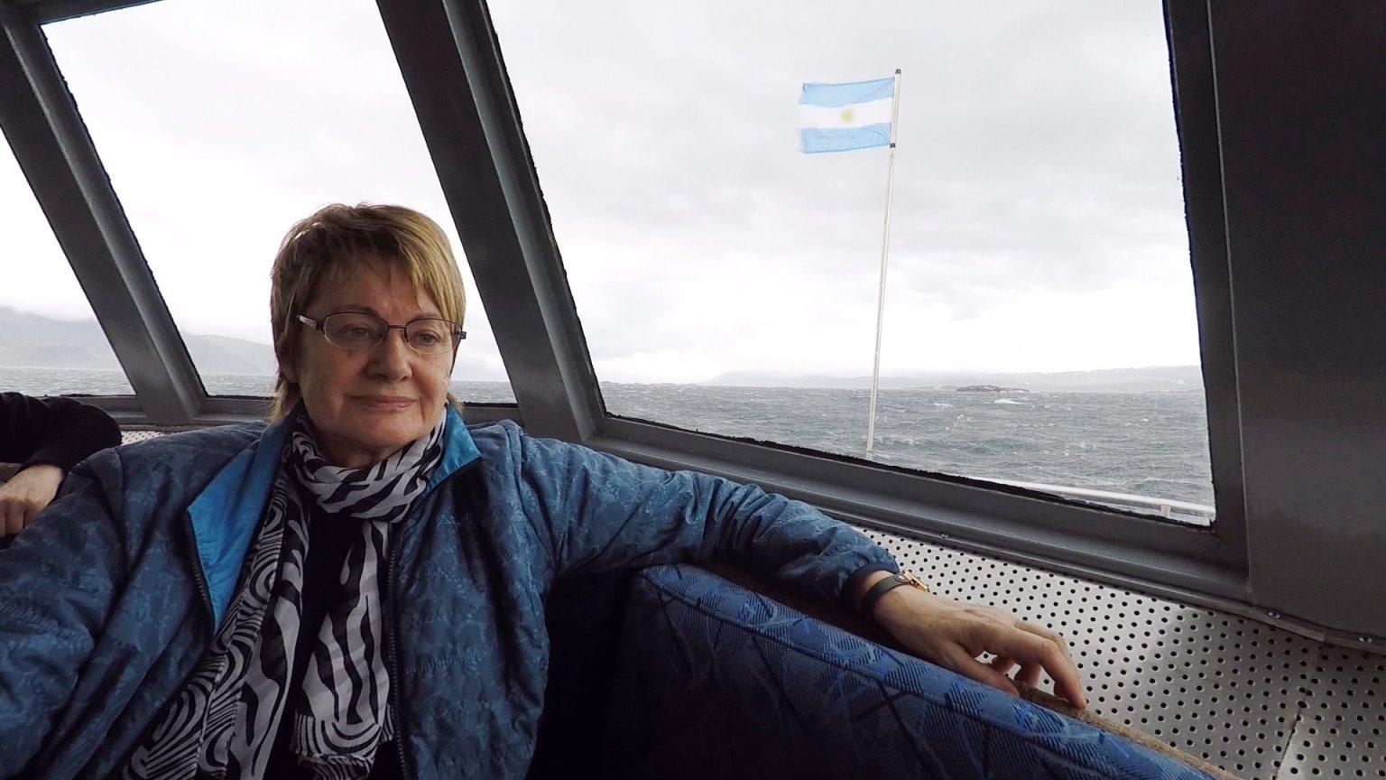 Irene zieht das geheizte Innere des Schiffes vor !