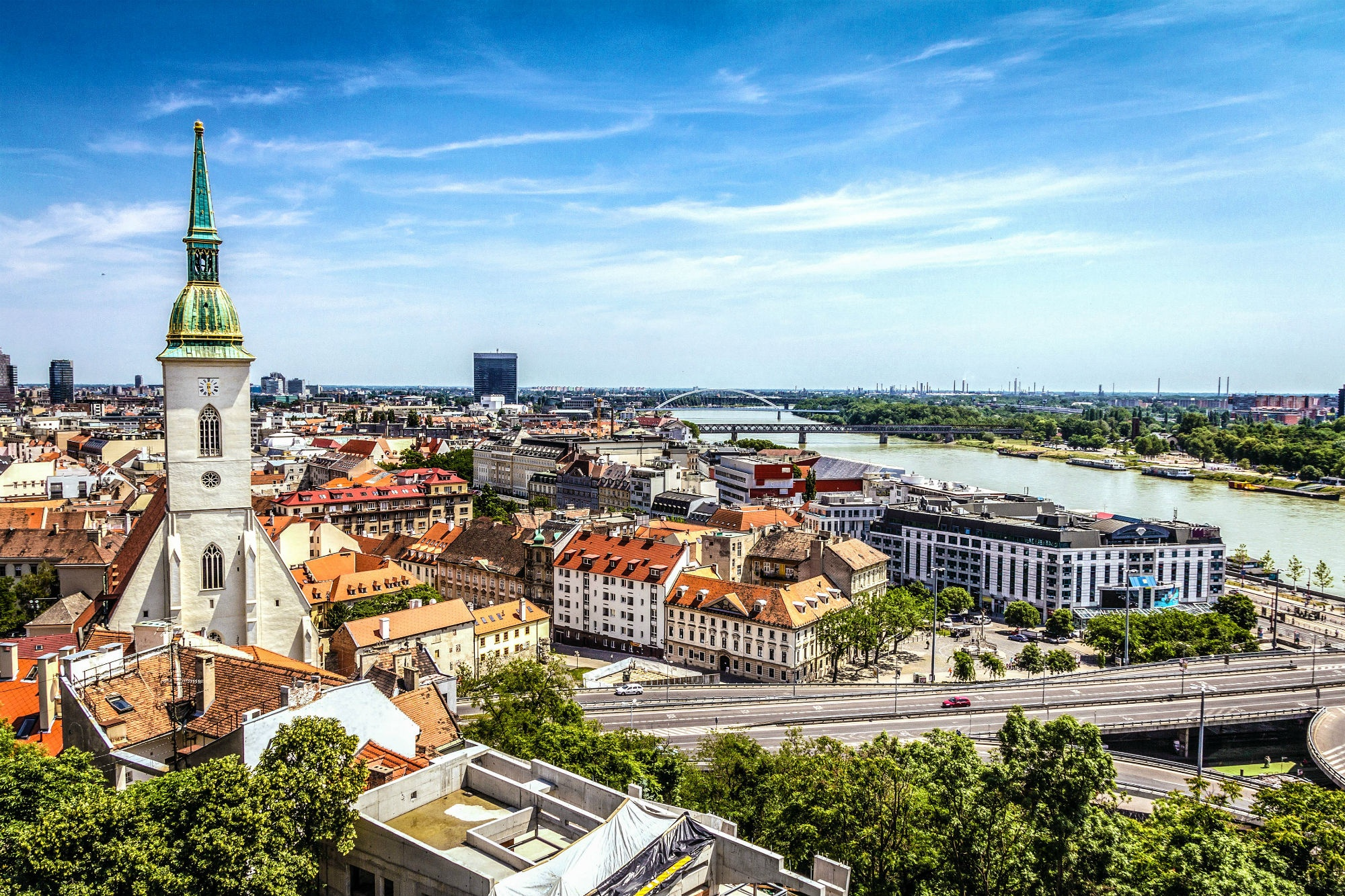 https://0501.nccdn.net/4_2/000/000/038/2d3/Bratislava-skyline-iStock_36577368_LARGE-2-small-2000x1333.jpg