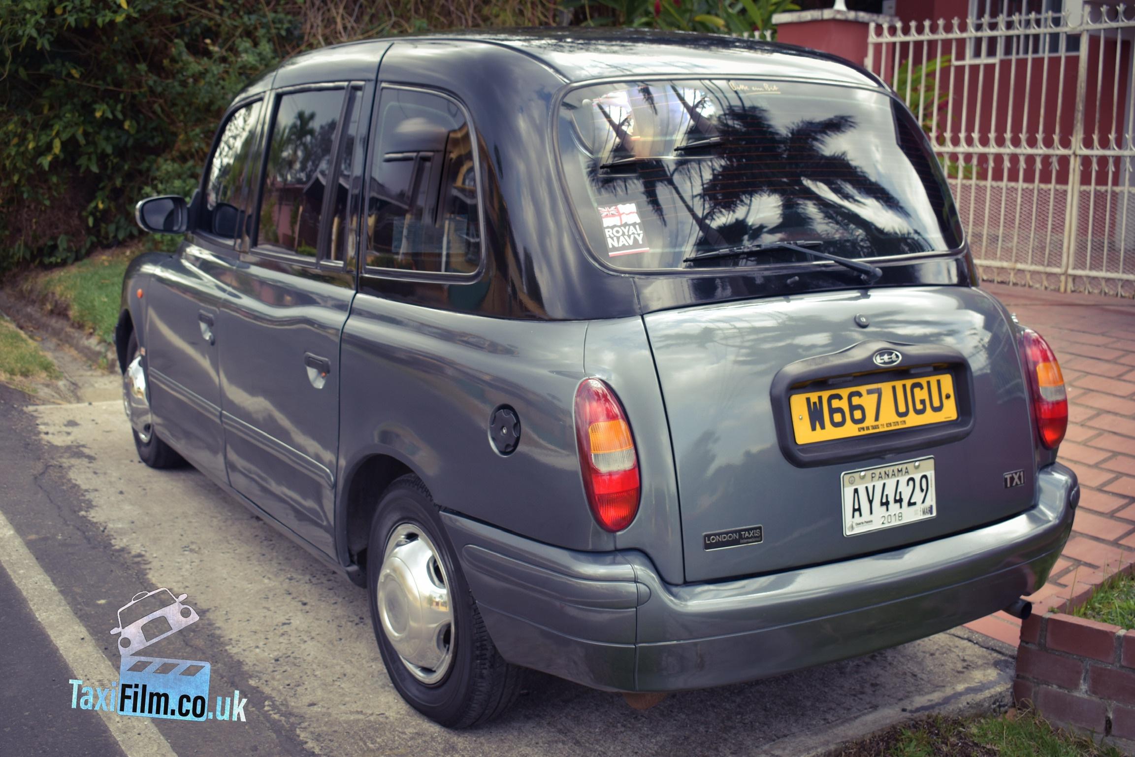 Black over Silver LTI TX1 Taxi 2000, Panama ref PAN001